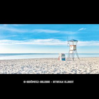 DLRG-Rettungswache 2 mit Turm und Strandkorb