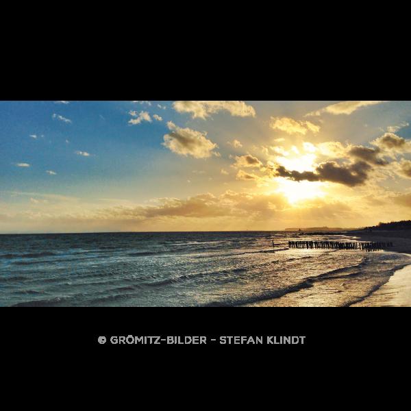 Untergang der Oktobersonne über der Steilküste von Grömitz
