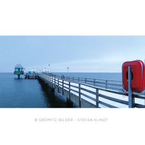 Verschneite Seebrücke von Grömitz im Winter