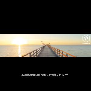 Die knapp 400m lange Grömitzer Seebrücke mit aufgehender Sonne