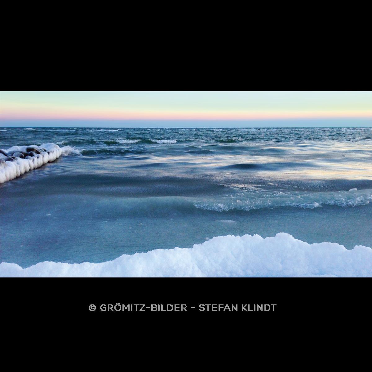 127 Grömitz Bilder - Zufrierende Ostsee am Lensterstrand