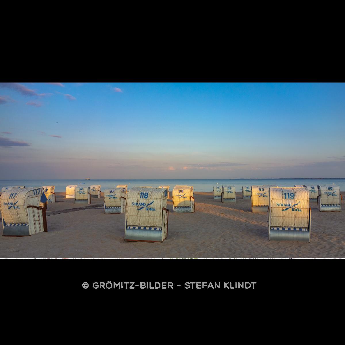 087 Grömitz Bilder - Strandkörbe im Streiflicht