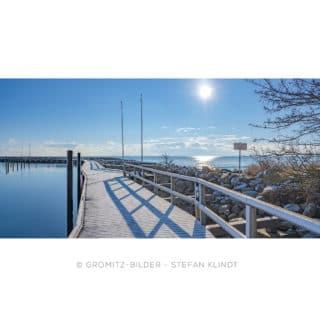0121 Grömitz Bilder - Verschneite Hafenpromenade
