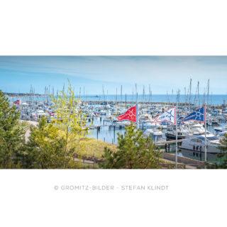0621 Grömitz Bilder - Yachthafen mit Tauchgondel im Hintergrund