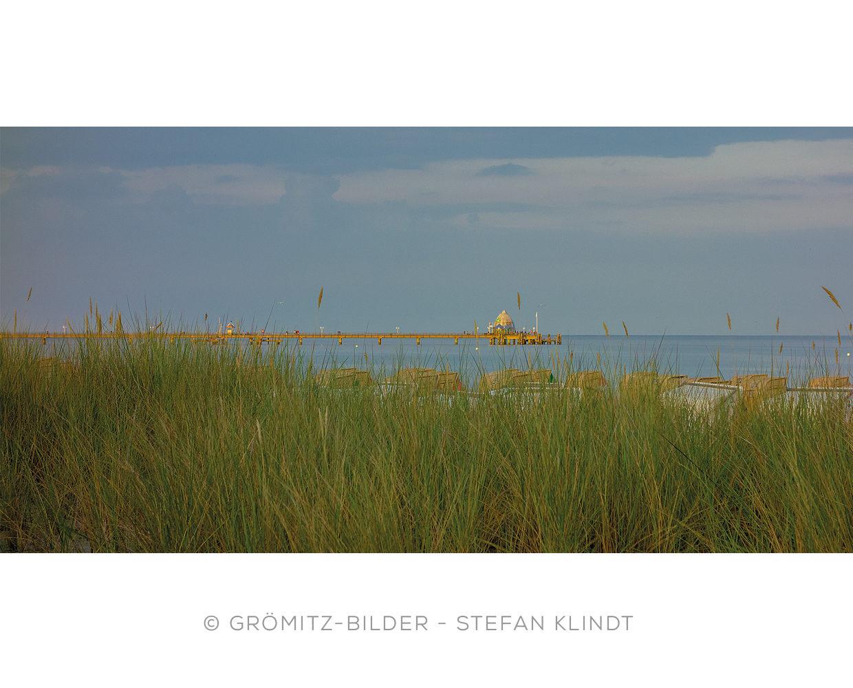 0821 Grömitz Bilder - Seebrücke hinter Dünengras